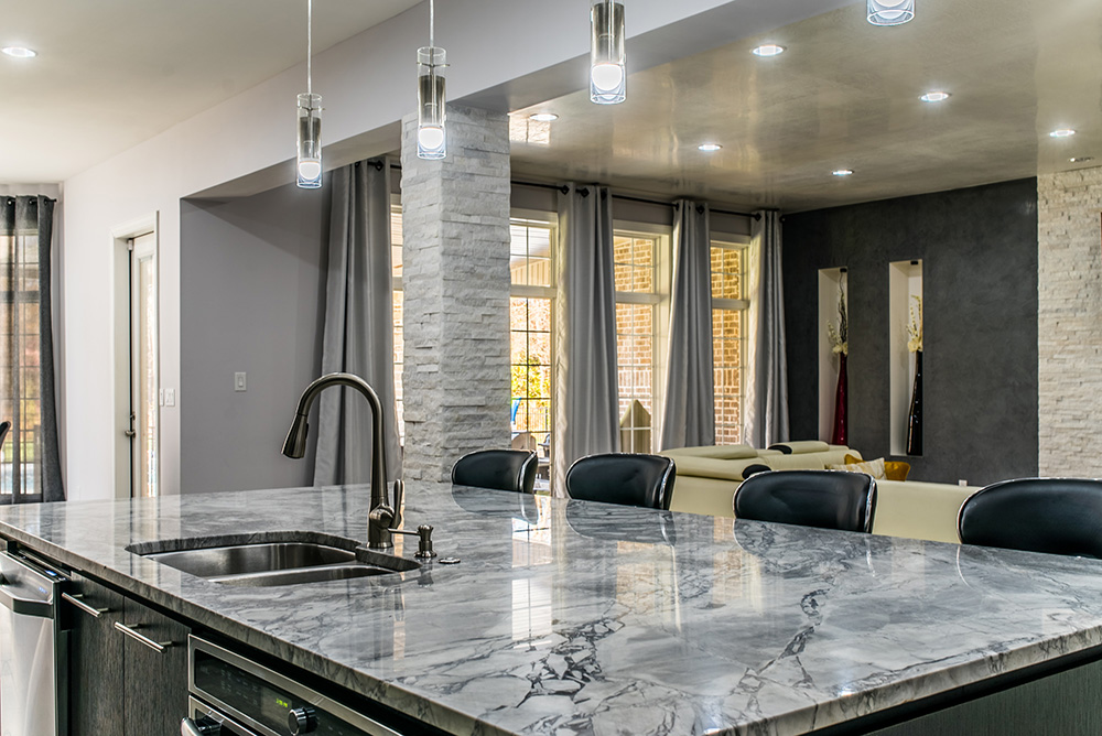 Amazing Large Central Kitchen Island Surfaced With Super White Marble